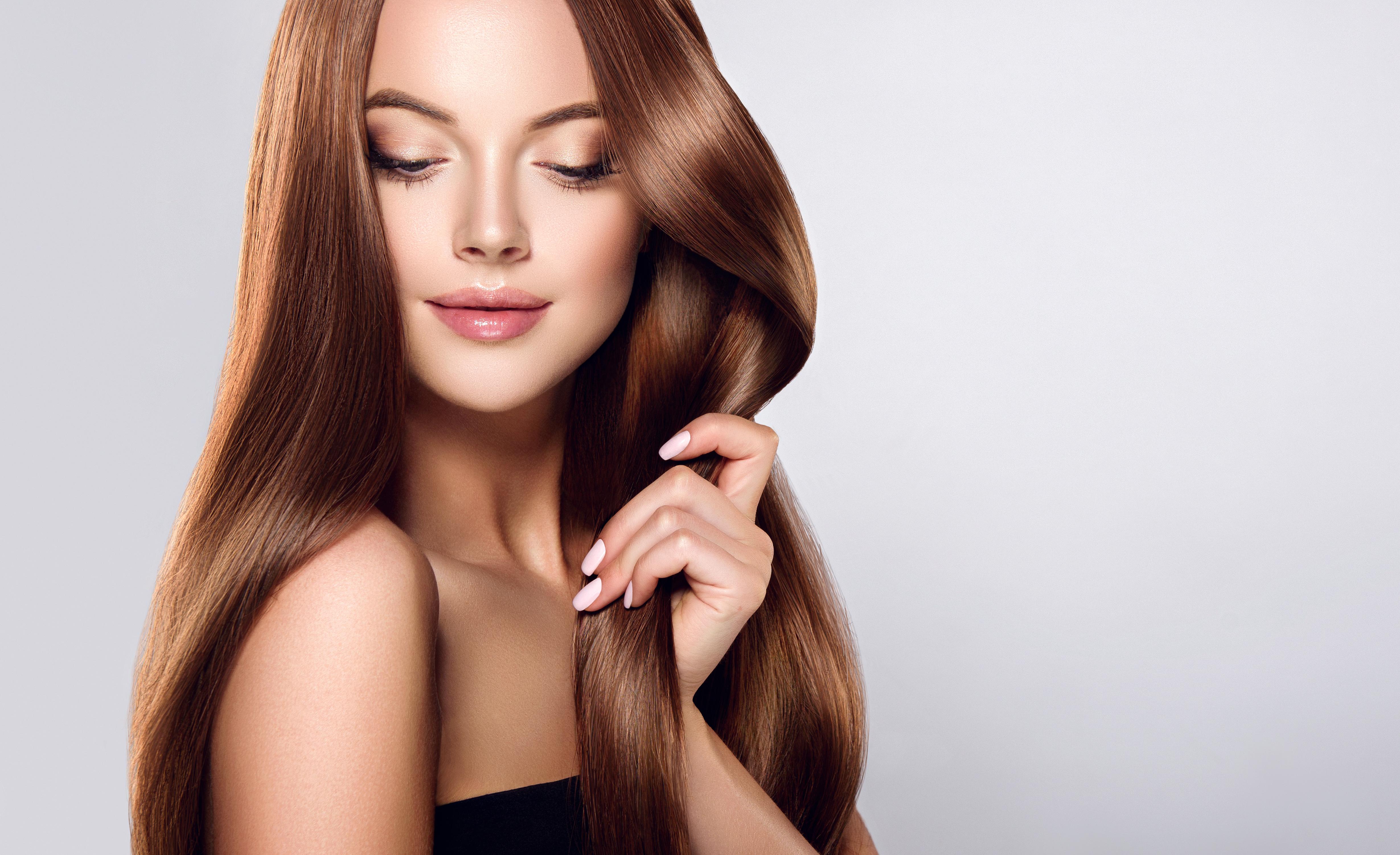 健康で美しい髪の女性