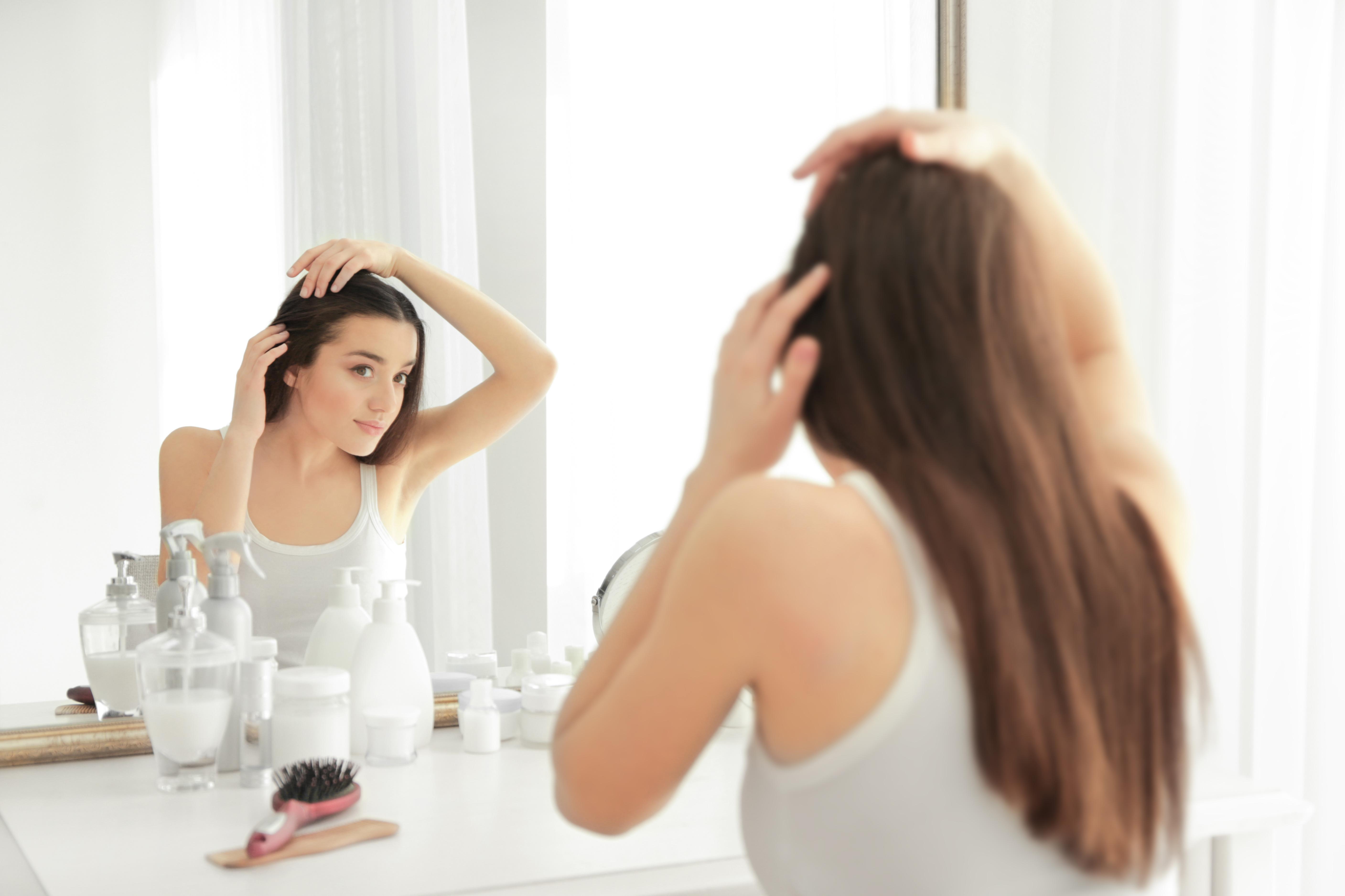 薄毛をきにする女性